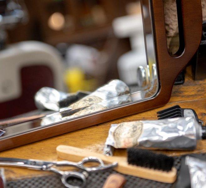 dwureczne-drewniane-lustro-dla-fryzjerow 2